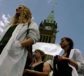 Scientists march on Canadian parliament
